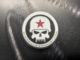 Guerrilla popsocket met wit-zwart Skull logo_