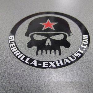 Guerrilla Skull sticker - rond